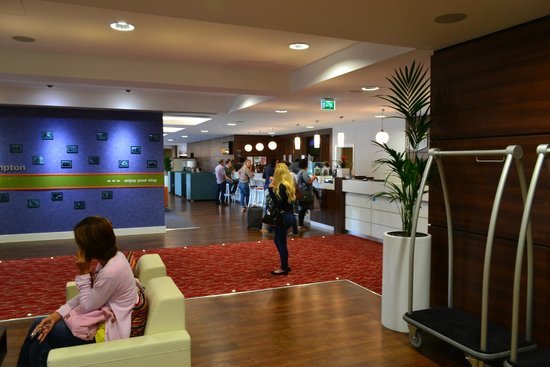 Hampton by Hilton Exeter Airport: Reception Area