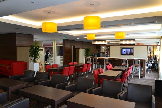 Hampton by Hilton Exeter Airport: Breakfast Area