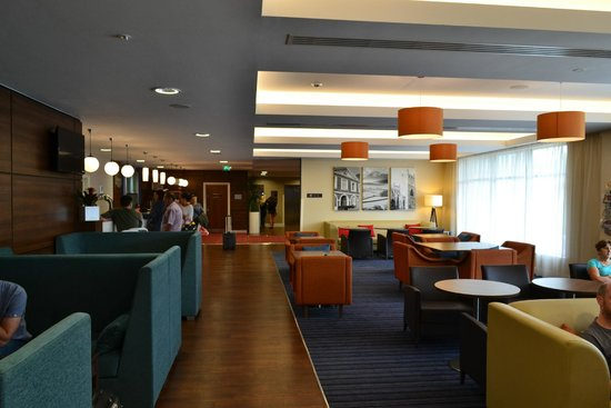 Hampton by Hilton Exeter Airport: Hotel Lounge Area