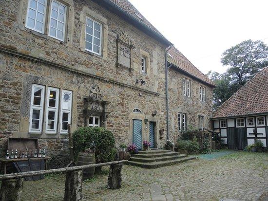 """Burg Schaumburg: Der östliche Gebäudeteil entstand als Herrenhaus und wird """"Palas"""" genannt"""