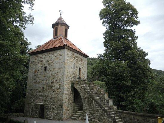 """Burg Schaumburg: Der Glockenturm oder auch """"Kühner Henke"""" genannt"""