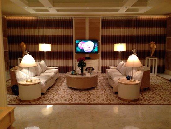 Wynn Las Vegas : Living room in suite