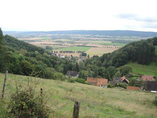 Burg Schaumburg: Blick in das Schaumburger/Weserberg-Land