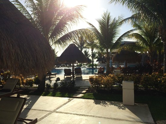Excellence Playa Mujeres: Pool area