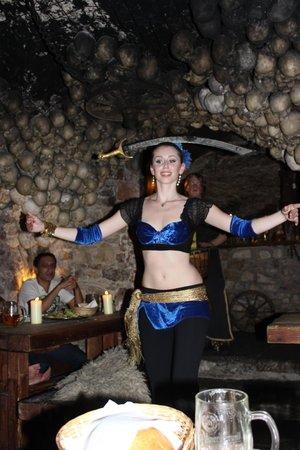 Tavern U Krale Brabantskeho: танец с мечем