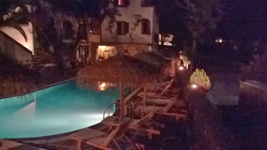 Kafouros Hotel: piscina