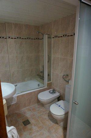 Hotel Seramar Comodoro Playa: Bathroom
