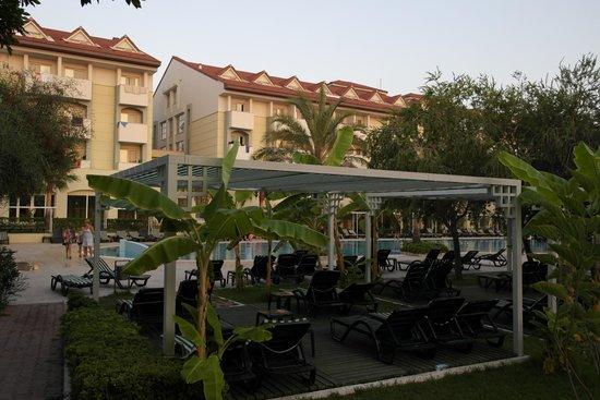 Sural Resort: Liegeflächen Relaxpool