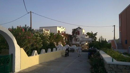 Kafouros Hotel: viale hotel