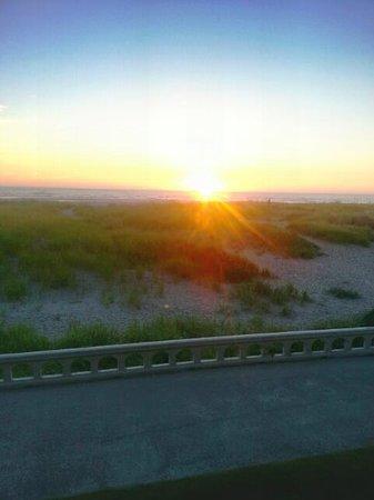 Ebb Tide Oceanfront Inn: sunset from the room