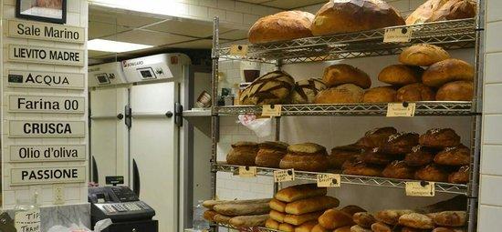 Bricco Suites : Bakery down alleyway