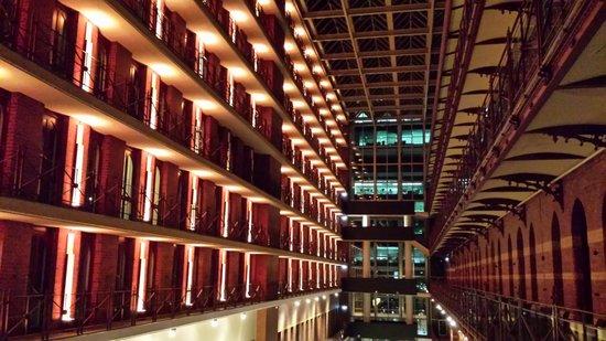 InterContinental Melbourne The Rialto : Inside Night 1