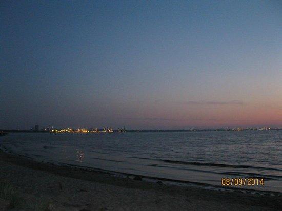 Pirita Spa Hotel: Sea near hotel in evening