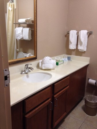 Hawthorn Suites by Wyndham Panama City Beach FL: Large bathroom