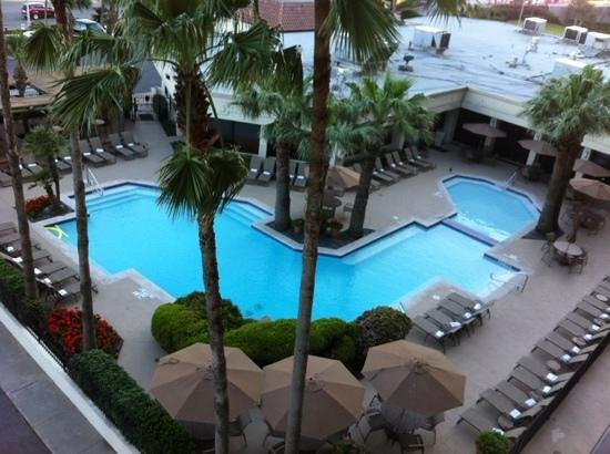 Holiday Inn Resort Galveston-On The Beach: pool area