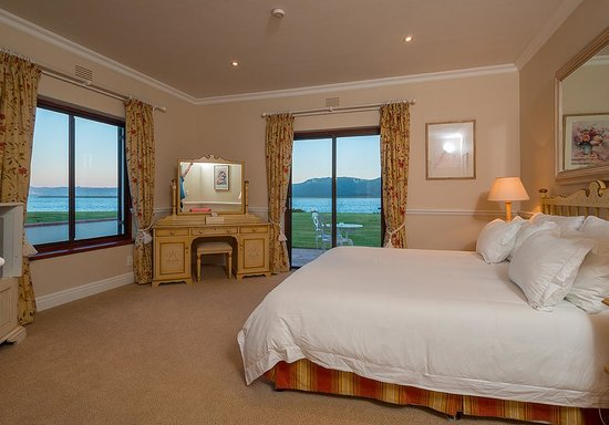 The St. James of Knysna: Deluxe Lake Facing Suite 5