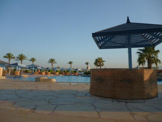 SUNRISE Select Royal Makadi Resort : basen wieczorową porą