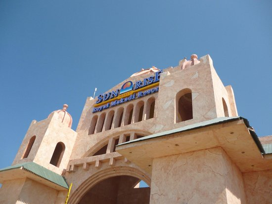 SUNRISE Select Royal Makadi Resort : brama wjazdowa