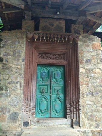 Kandy Samadhi Centre: Centre door