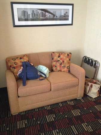 Holiday Inn Express New York City-Wall Street: Couch pulled out into bed -