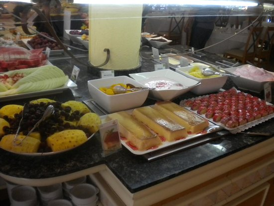 Prinsotel Alba Hotel Apartments: Buffet Abend