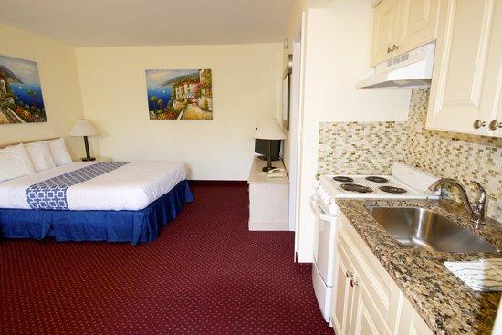 Surfside Resort : Studio efficiency with 1 queen bed