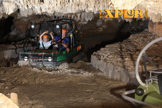 Parque Xplor: water vehicles on a long track