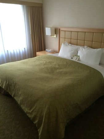 Orchard Garden Hotel: OK bed - not plush but was comfortable