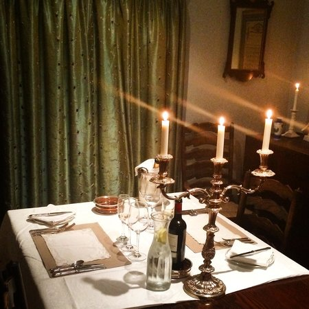 Woundales Farmhouse Bed and Breakfast: Thoughtful romantic table setting