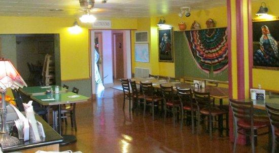 El Alazan Mexican Restaurant: Nicely decorated interior