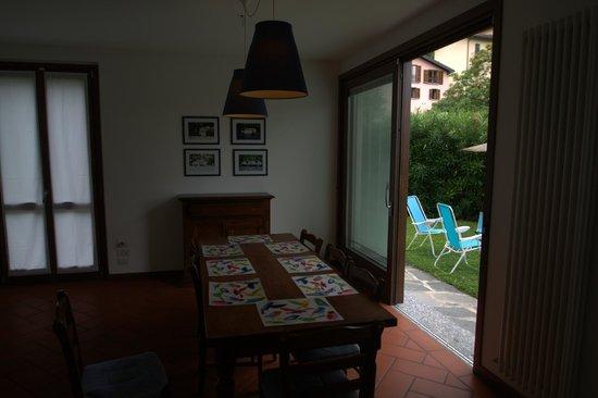 Casa Lory: Столовая и вид на зону барбекю
