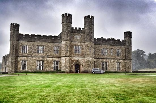living room picture of leeds castle maidstone