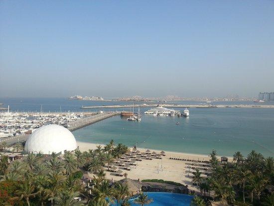 Le Meridien Mina Seyahi Beach Resort and Marina: Marina and Beach