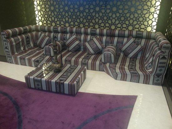 Le Meridien Mina Seyahi Beach Resort and Marina: Lobby relaxation