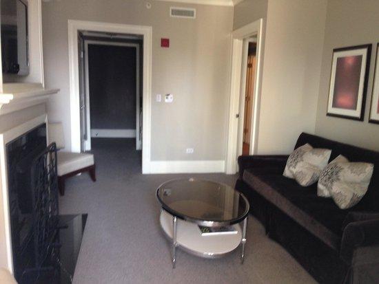 Waldorf Astoria Chicago: Living room