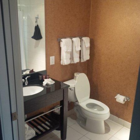 Glenn Hotel, Autograph Collection: Bathroom