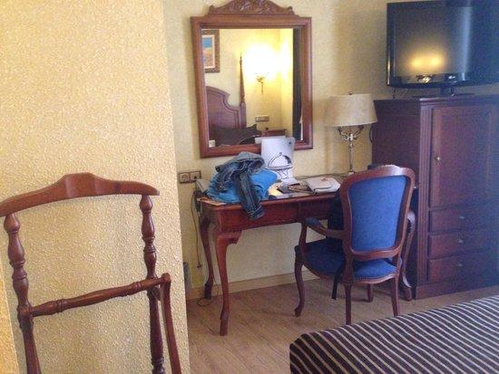 Salles Hotel Malaga Centro: Room