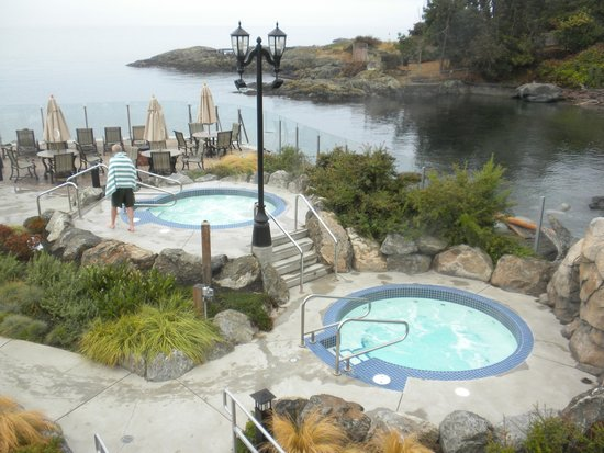 Oak Bay Beach Hotel : Mineral Pools