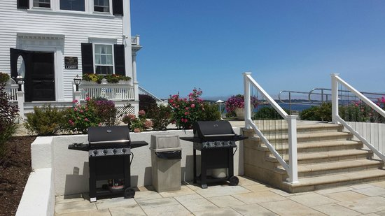 Ocean House Hotel at Bass Rocks: Gas Grills for Cooking Out