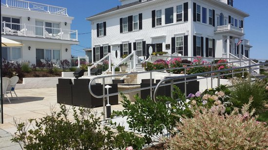 Ocean House Hotel at Bass Rocks: Granite Terrace with Firepit