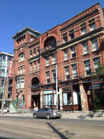Gladstone Hotel : front