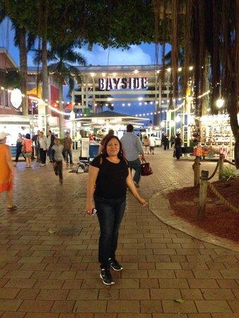 Bayside Marketplace : Mi esposa en Bayside