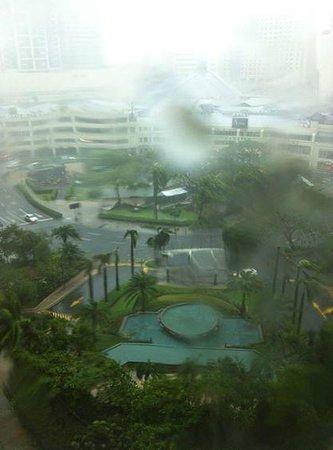 Makati Shangri-La Manila: typhoon period