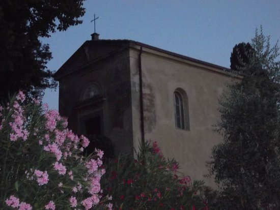 Villa di Papiano: An old chapel