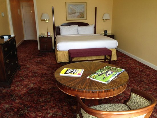 Royal Sonesta Harbor Court Baltimore: Comfortable room