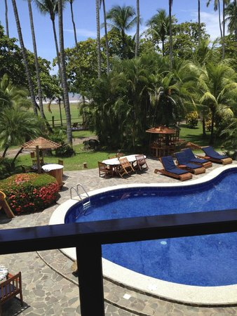 Tambor Tropical Beach Resort: Beautiful quiet pool and surroundings!