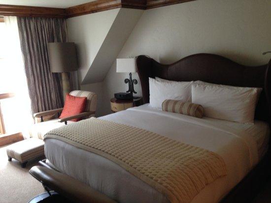 The St. Regis Aspen Resort: Master Bedroom