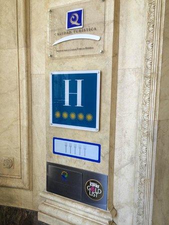 The Westin Palace Madrid: Entrée de l'hôtel