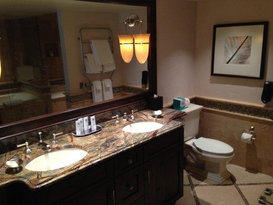 The St. Regis Aspen Resort: Second Bedroom Bathroom