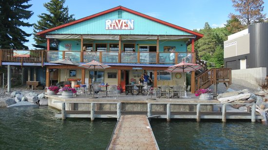 The Raven Brewpub & Grill : View of the restaurant from the dock